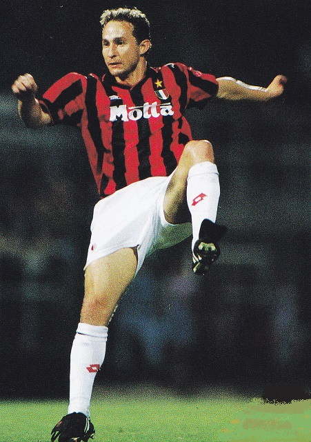 AC-Milan-93-94-lotto-first-kit-stripe-white-white-Jean-Pierre-Papin.jpg