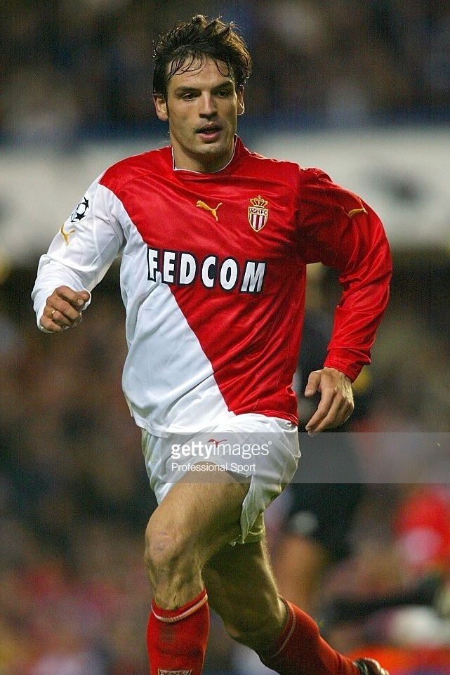 AS-Monaco-2003-04-PUMA-home-kit-Fernando-Morientes.jpg