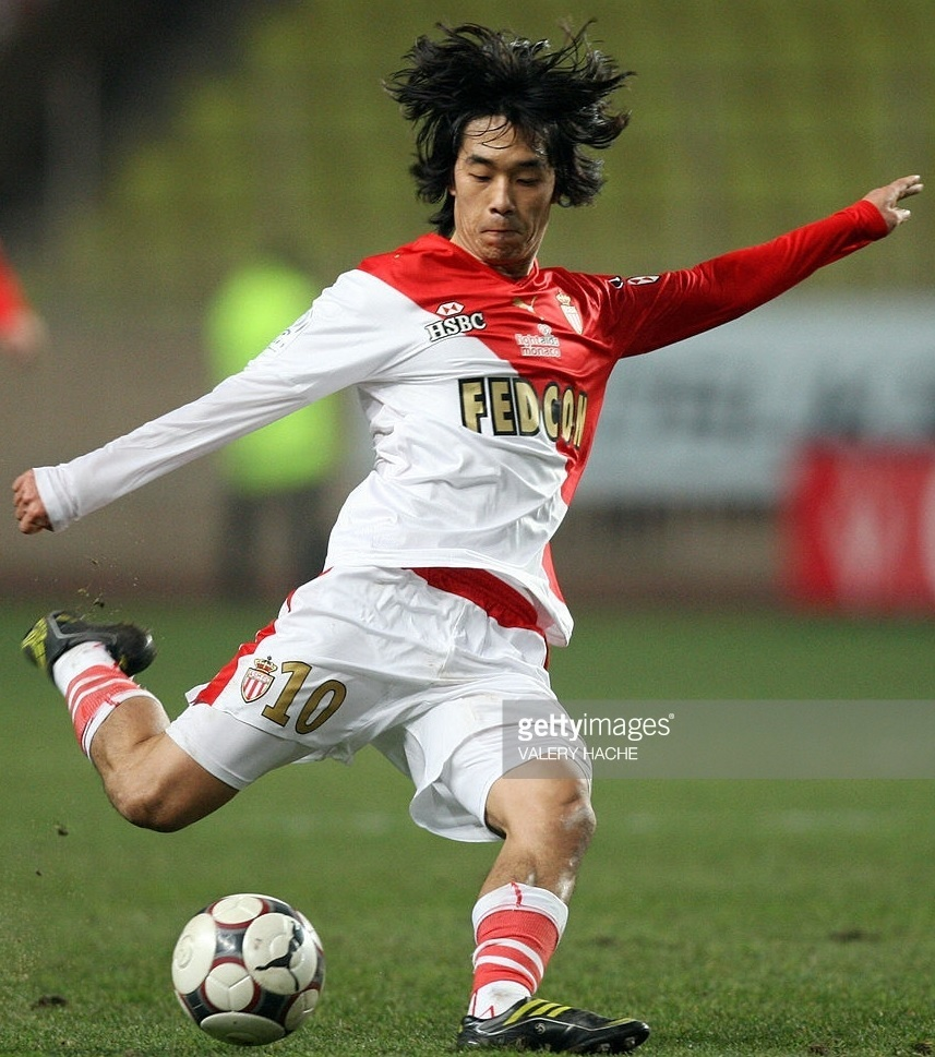 AS-Monaco-2008-09-PUMA-home-kit-朴主永.jpg
