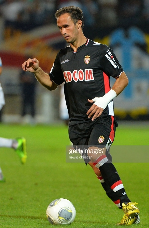 AS-Monaco-2013-14-macron-away-kit-Ricardo-Carvalho.jpg