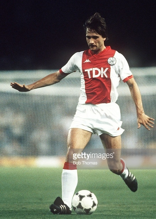 Ajax-1985-86-Kappa-home-kit.jpg