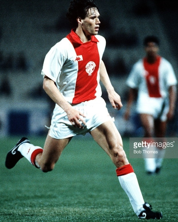 Ajax-1986-87-Kappa-home-kit.jpg
