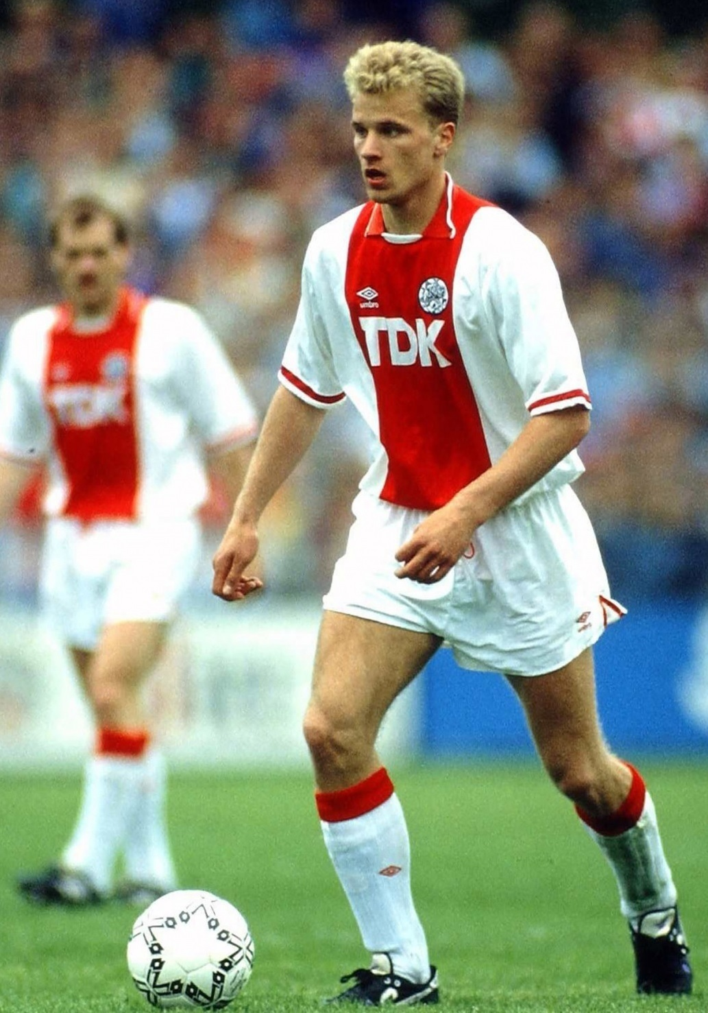 Ajax-1989-90-UMBRO-home-kit-Dennis-Bergkamp.jpg