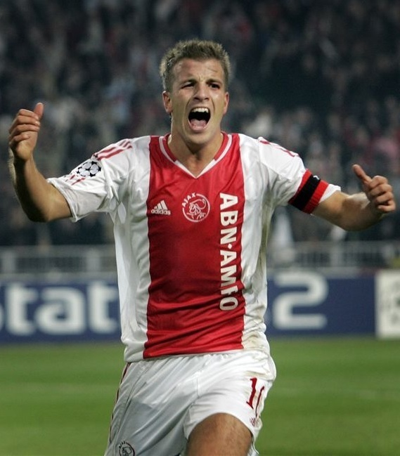 Ajax-2004-05-adidas-home-kit.jpg