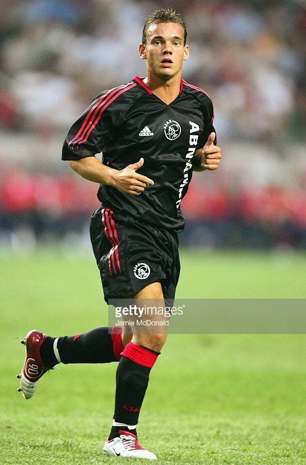 Ajax-2004-05-adidas-third-kit.jpg