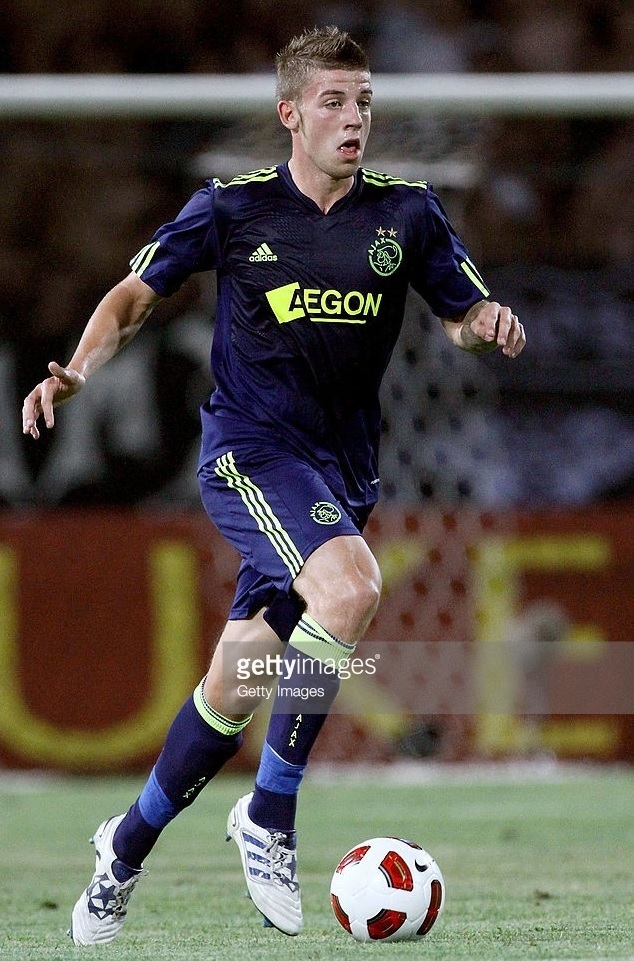 Ajax-2010-11-adidas-away-kit.jpg