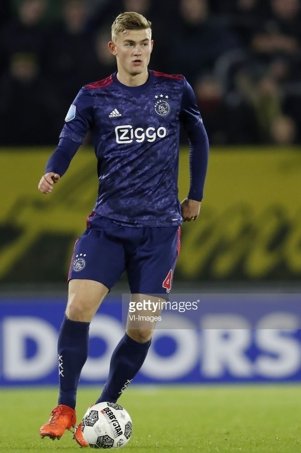 Ajax-2017-18-adidas-away-kit.jpg