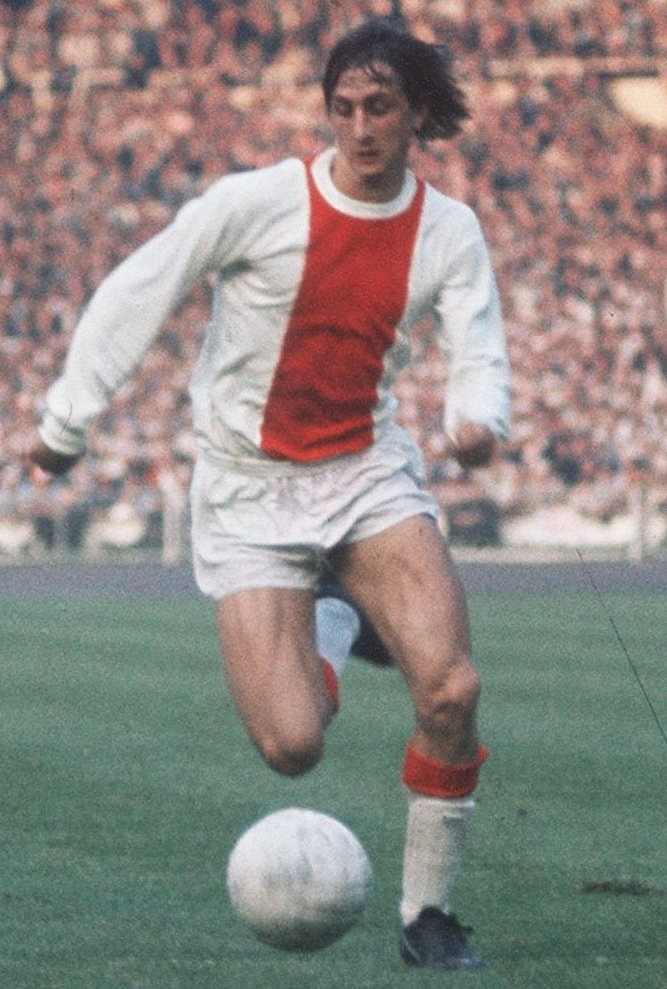 Ajax-64-73-no-name-home-kit-Johan-Cruyff.jpg