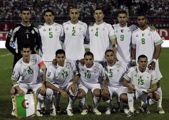 Algeria-07-09-Le coq-unform-white-white-white-group.JPG