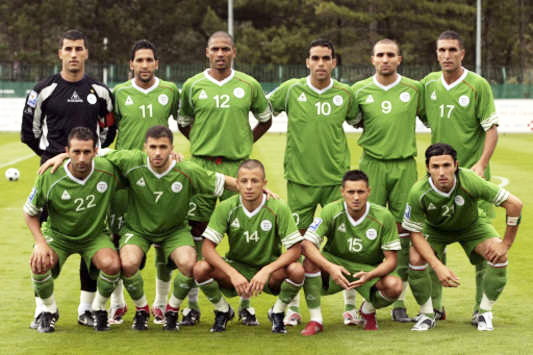Algeria-08-Le-coq-away-kit-green-green-green-line-up.jpg