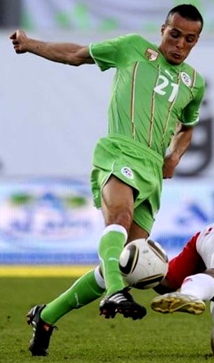 Algeria-10-11-PUMA-away-kit-green-green-green.JPG