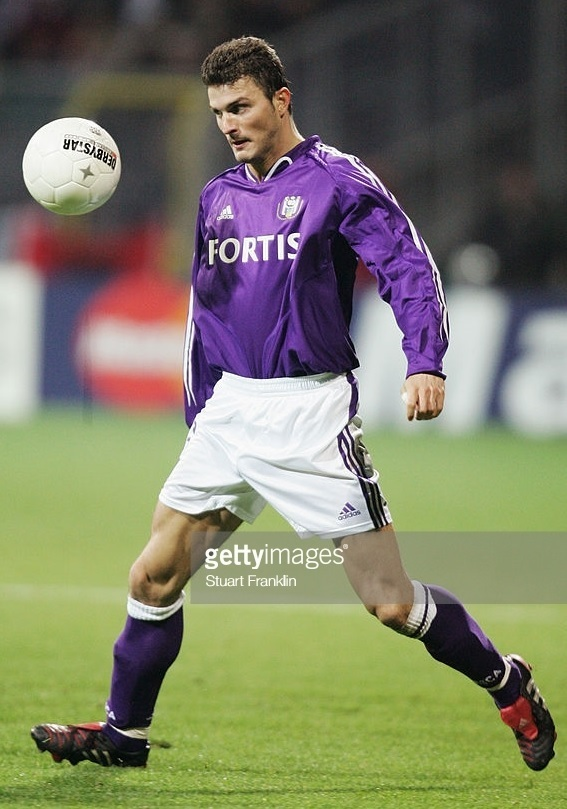 Anderlecht-2004-05-adidas-away-kit-Michal-Zewlakow.jpg