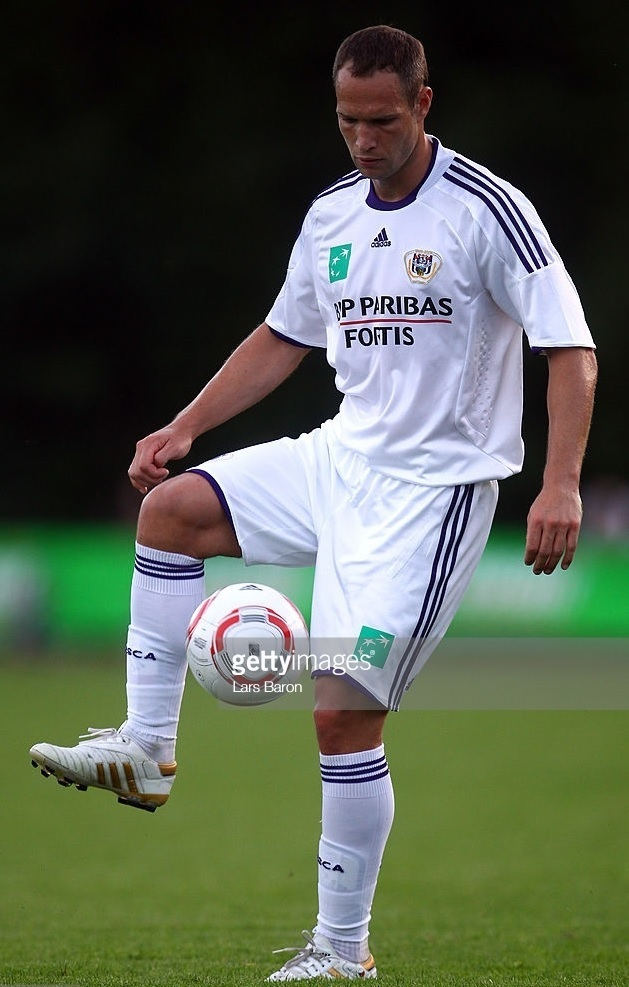 Anderlecht-2010-11-adidas-third-kit-Jan-Polak.jpg