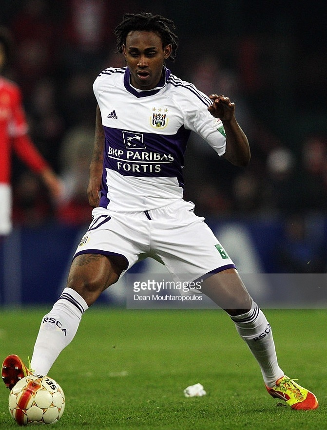 Anderlecht-2011-12-adidas-away-kit-Kanu.jpg