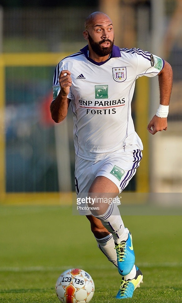 Anderlecht-2013-14-adidas-away-kit-Anthony-Vanden-Borre.jpg