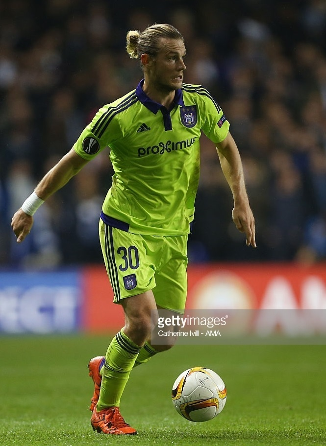 Anderlecht-2015-16-adidas-second-kit-Guillaume-Gillet.jpg