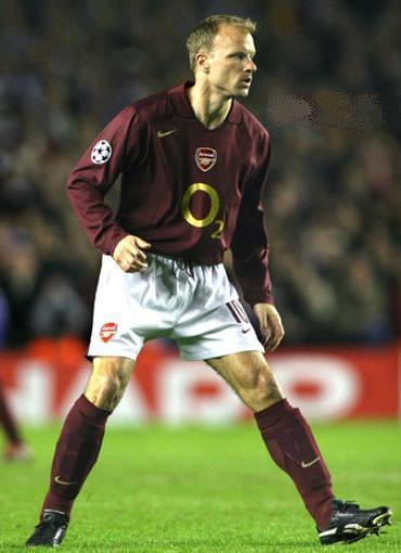 Arsenal-05-06-NIKE-first-kit-maroon-white-maroon-Dennis-Bergkamp.jpg