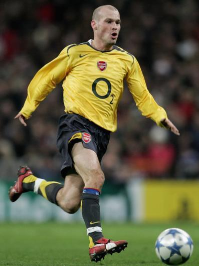 Arsenal-05-06-NIKE-second-kit-yellow-black-black-Fredrik-Ljungberg.jpg