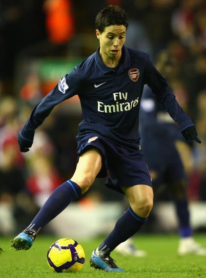 Arsenal-09-10-NIKE-second-kit-navy-navy-navy-Samir-Nasri.jpg
