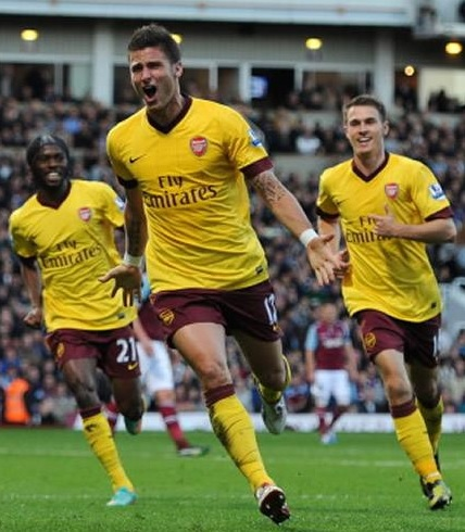 Arsenal-12-13-NIKE-third-kit-yellow-brown-yellow-Olivier-Giroud.jpg