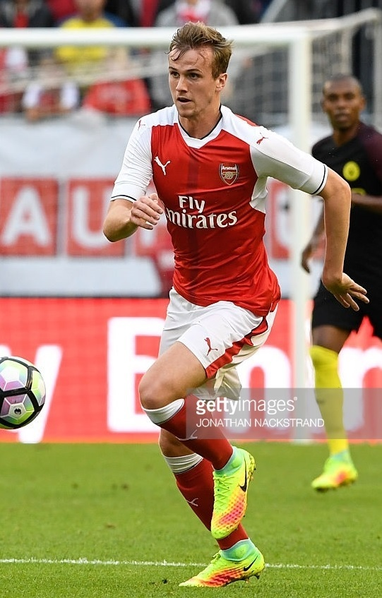 Arsenal-2016-17-PUMA-home-kit-Bob-Holding.jpg