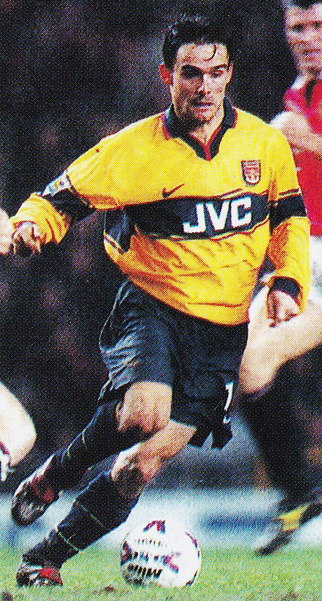 Arsenal-98-99-NIKE-second-kit-Marc-Overmars.jpg