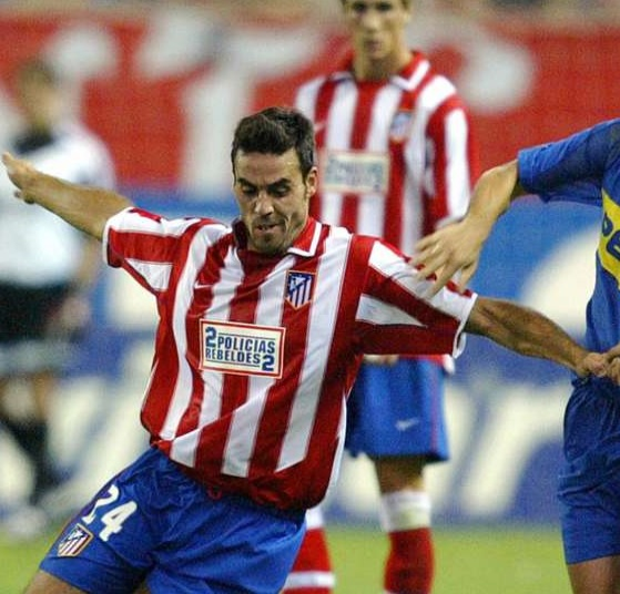 Atletico-Madrid-03-04-NIKE-home-kit-stripe-blue-red-2-policias-rebeldes-2.jpg