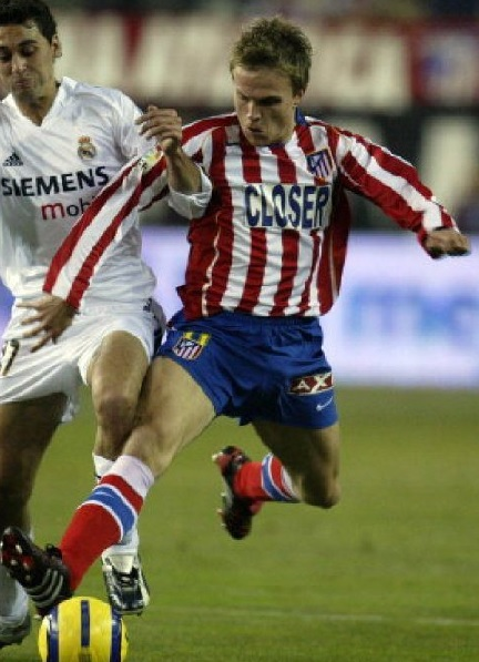 Atletico-Madrid-04-05-NIKE-home-kit-stripe-blue-red-CLOSER.jpg