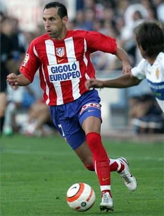 Atletico-Madrid-06-07-NIKE-home-kit-stripe-blue-red-Martin-Petrov.jpg