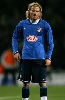 Atletico-Madrid-07-08-NIKE-second-kit-Diego-Forlán .jpg