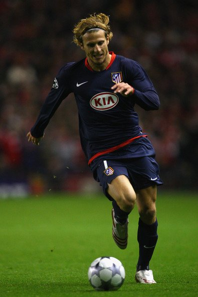 Atletico-Madrid-08-09-NIKE-second-kit-Diego-Forlán .jpg