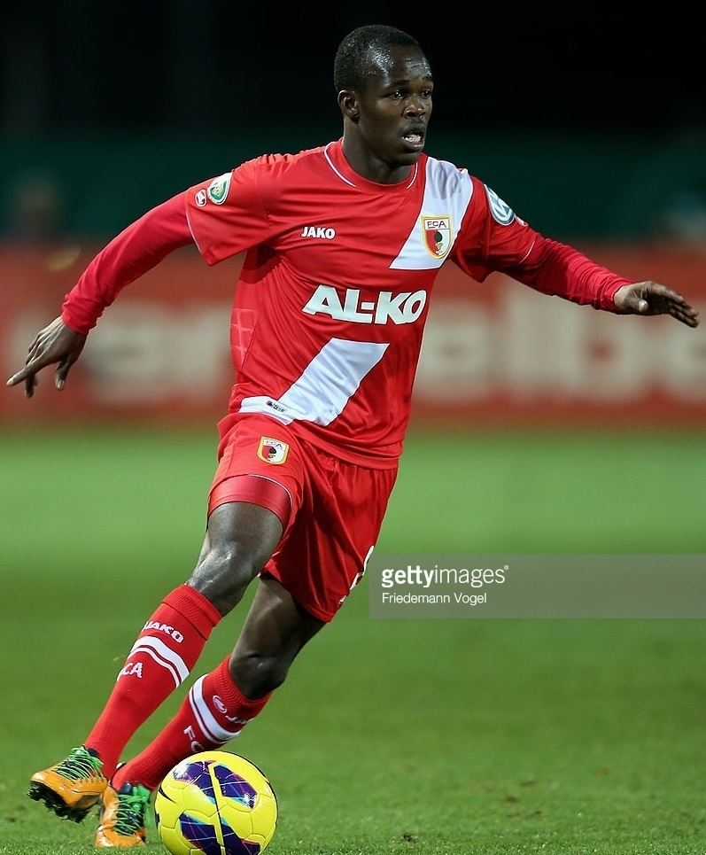 Augsburg-12-13-JAKO-third-kit-Knowledge-Musona.jpg