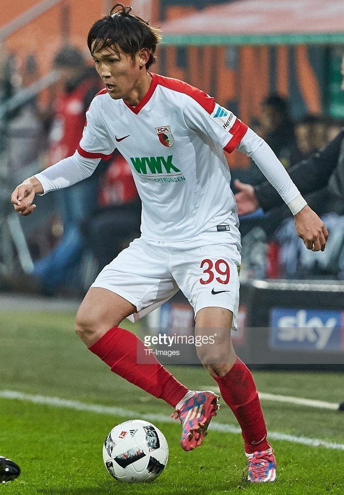 Augsburg-2016-17-NIKE-home-kit-宇佐美貴史.jpg