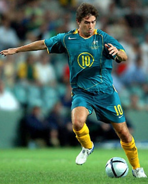 Australia-04-05-NIKE-away-kit-green-green-yellow.jpg