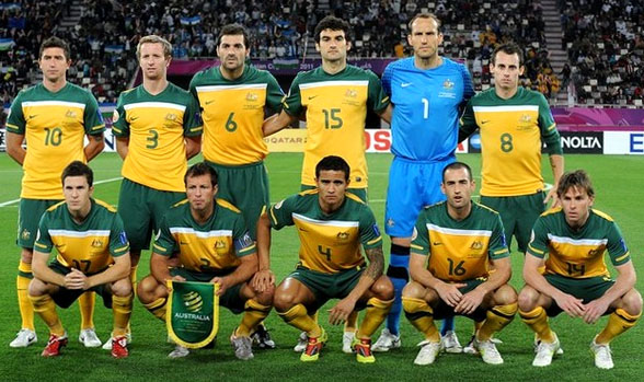 Australia-10-11-NIKE-asian cup-home-kit-yellow-green-yellow-line up.JPG