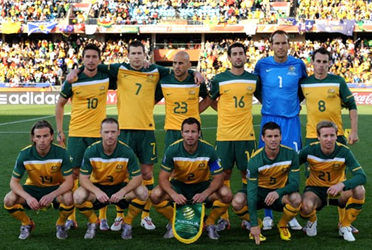 Australia-10-11-NIKE-world cup-home-kit-yellow-green-yellow-line up.JPG