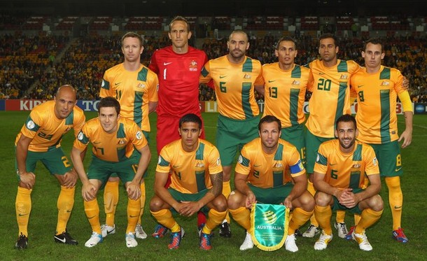 Australia-12-13-NIKE-home-kit-yellow-green-yellow-line-up.jpg