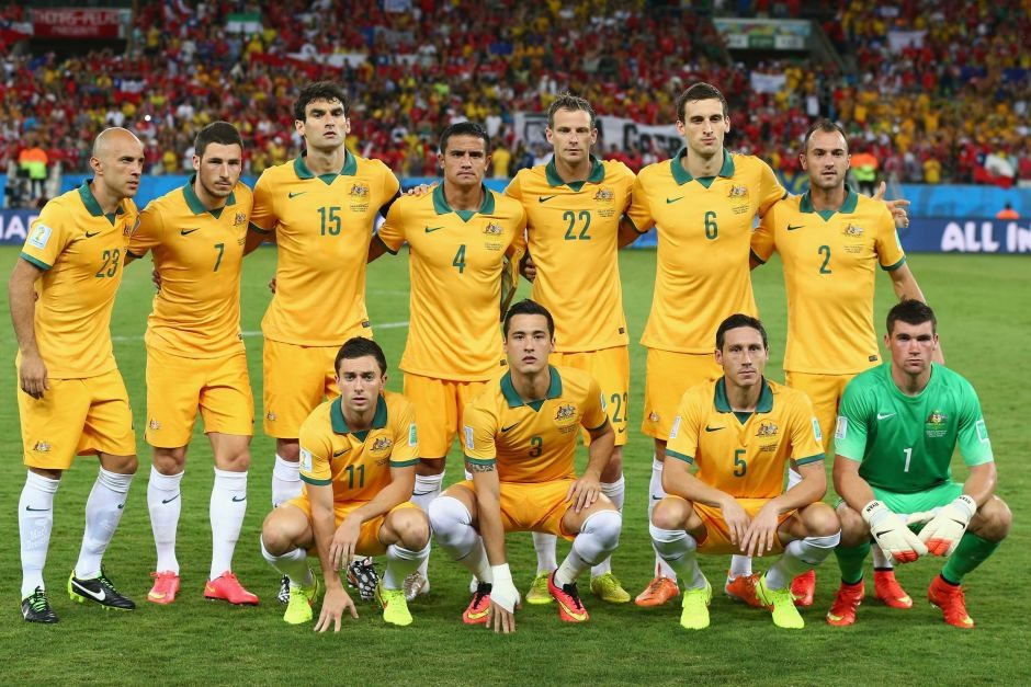 Australia-14-15-NIKE-home-kit-yellow-yellow-white-line-up.jpg