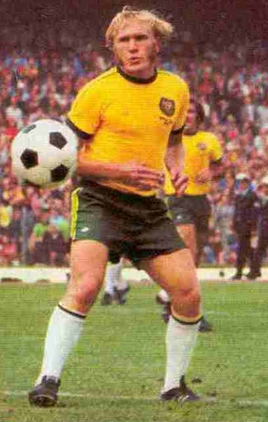 Australia-1974-adidas-world-cup-home-kit-yellow-green-white.jpg