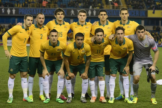 Australia-2014-NIKE-home-kit-yellow-green-white-group-photo.jpg