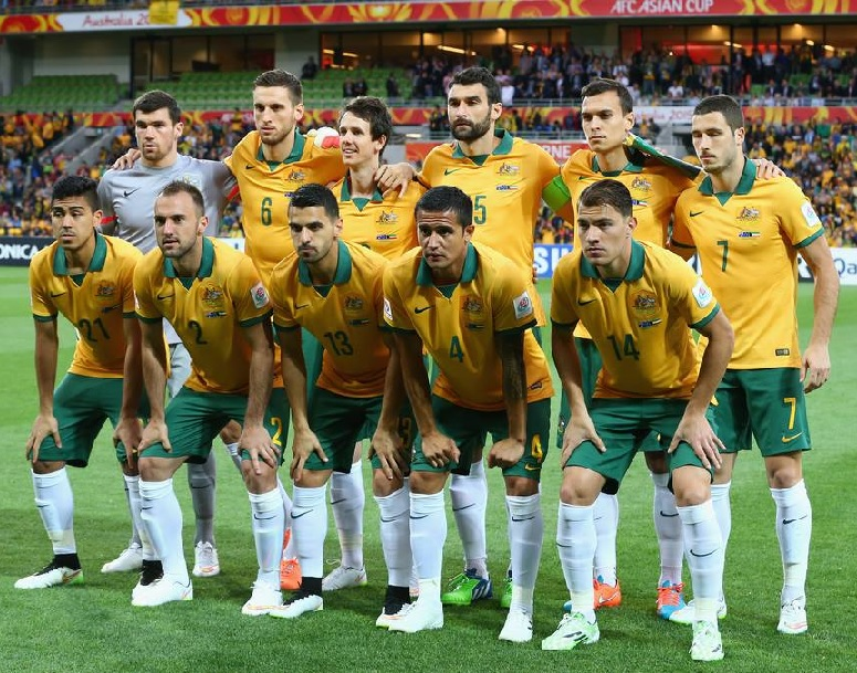 Australia-2015-NIKE-asian-cup-home-kit-yellow-green-white-line-up.jpg