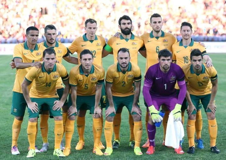 Australia-2015-NIKE-home-kit-yellow-green-yellow-line-up.jpg