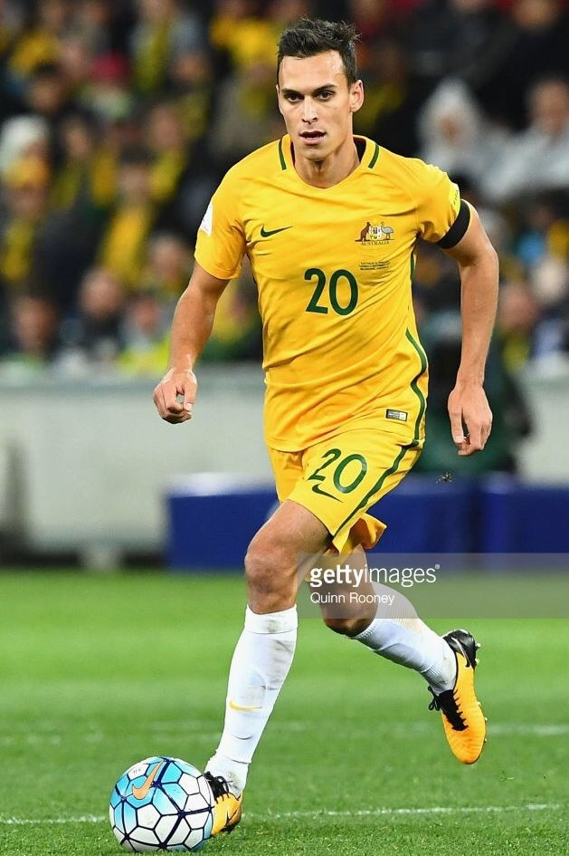 Australia-2016-17-NIKE-home-kit-yellow-yellow-white.jpg