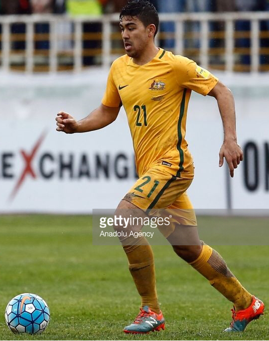 Australia-2016-17-NIKE-home-kit-yellow-yellow-yellow-line-up.png