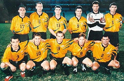 Australia-98-99-adidas-yellow-black-black-group.JPG