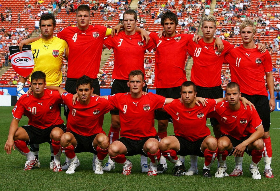 Austria-06-07-PUMA-home-kit-red-black-red-line-up.jpg