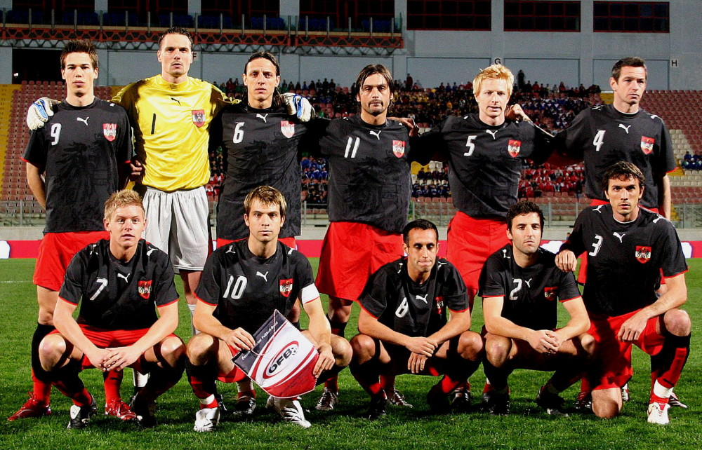 Austria-06-07-PUMA-third-kit-black-red-black-line-up.jpg