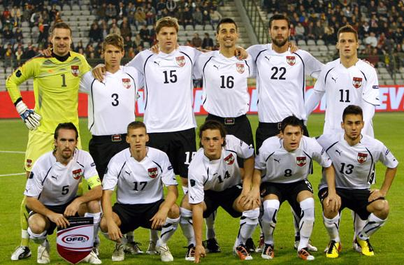 Austria-10-11-PUMA-away-kit-white-black-white-pose.JPG