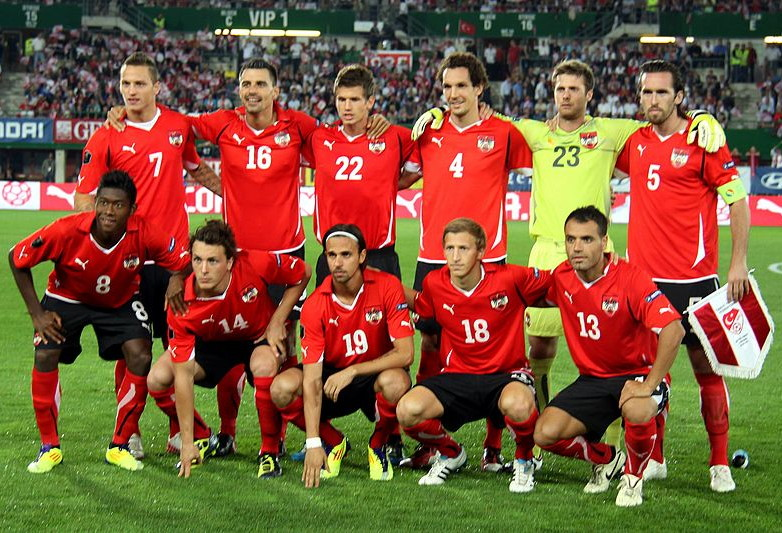 Austria-10-11-PUMA-home-kit-red-black-red-line-up.jpg