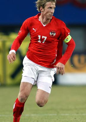 Austria-10-11-PUMA-home-uniform-red-white-red.JPG